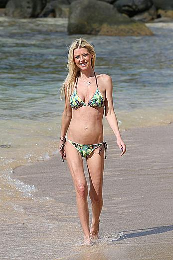 Tara Reid caught in a bikini in Hawaii