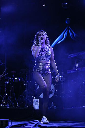 Tove Lo flashing her nude tits at 2017 Coachella Festival in Indio