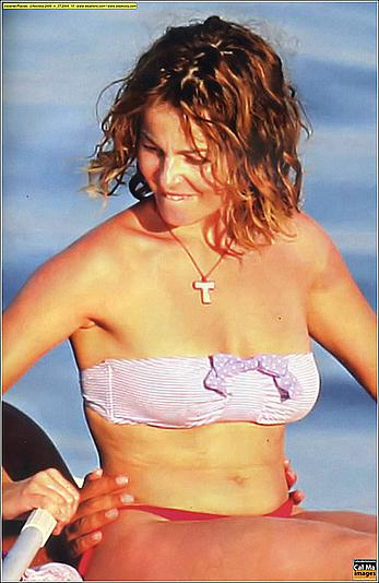 Violante Placido lost her bra on a yacht