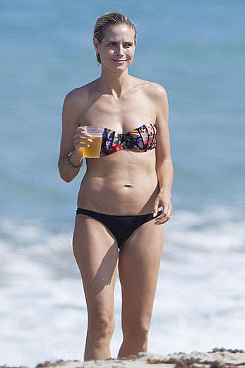Heidi Klum in bikini on the Palm Beach in Florida