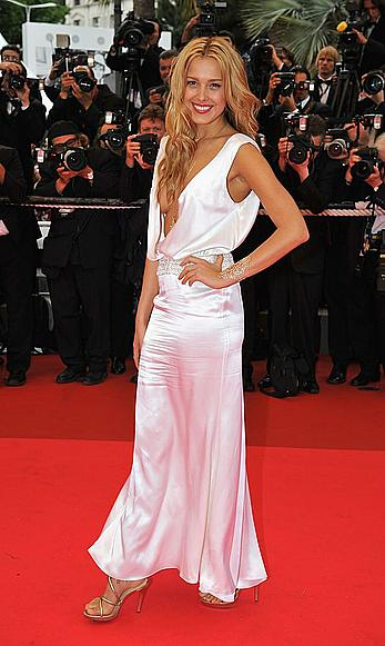 Petra Nemcova shows side of boob at Cannes red carpet