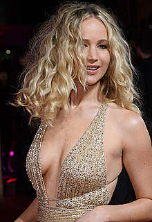 Jennifer Lawrence sexy cleavage at premiere