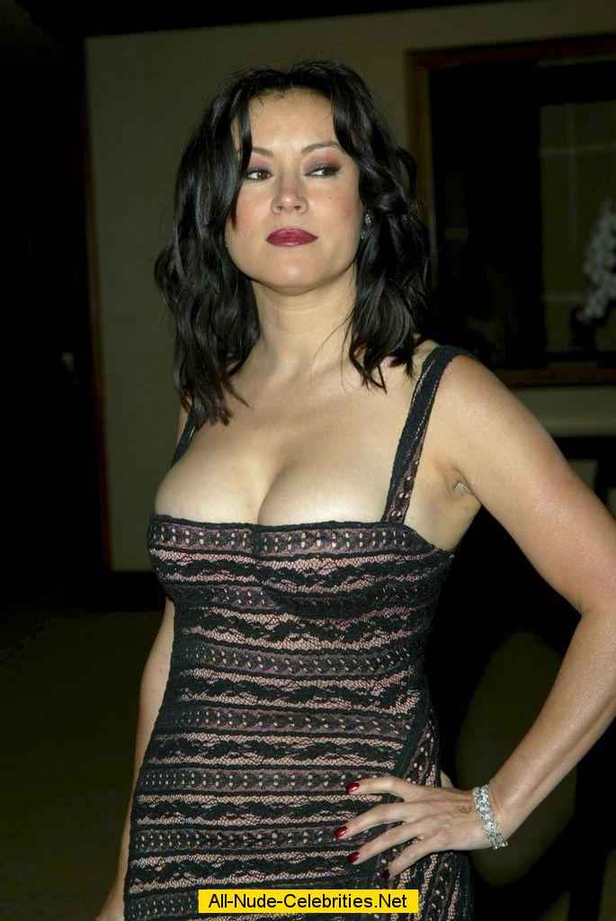 Busty Jennifer Tilly Deep Cleavage And Areola Slip