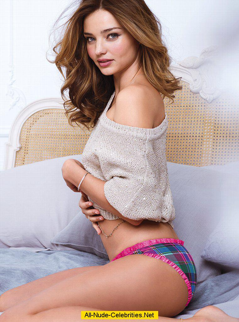 miranda kerr in sexy lingeries shows cleavage